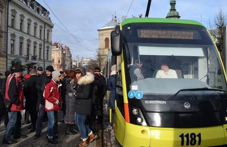 """""""Патріоти"""" перевірятимуть пасажирів львівського електротранспорту"""