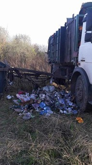 """Сміття-зозуля: на вул. Шевченка """"підкинули"""" купку"""