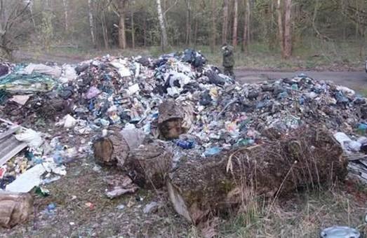 Бажання Садового здійснюються? Біля ЧАЕС знайшли львівське сміття