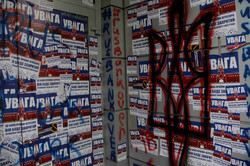 """""""Національний корпус"""" перетворив львівський """"Сбербанк"""" на  блокпост (ФОТО)"""