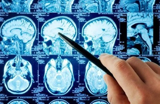 Британський нейрохірург привіз до Львова унікальне медичне обладнання