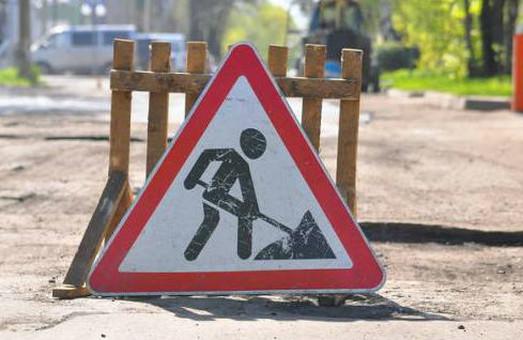 """Обіцянки виконують: підрядник переробляє неякісний ремонт дороги """"Броди-Тернопіль"""""""
