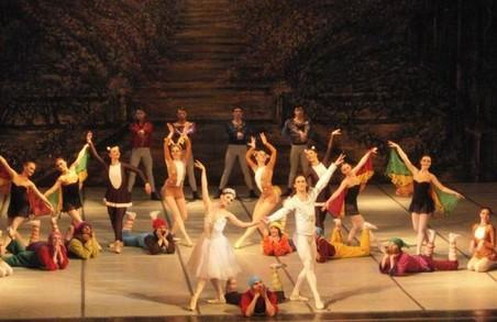 Понад 800 дітей-сиріт переглянули театральну «Білосніжку»