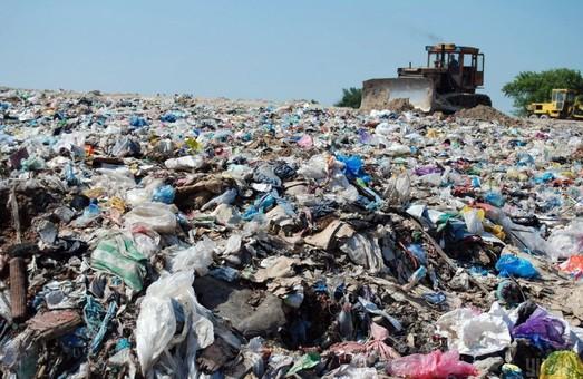 Договори про прийом львівського сміття на полігони області досі не підписані