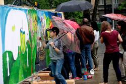100 метрів краси заради миру: у Львові діти створюють унікальну стіну (ФОТО)