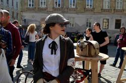 На вулиці Львова виїхали хулігани з початку ХХ століття (ФОТО)