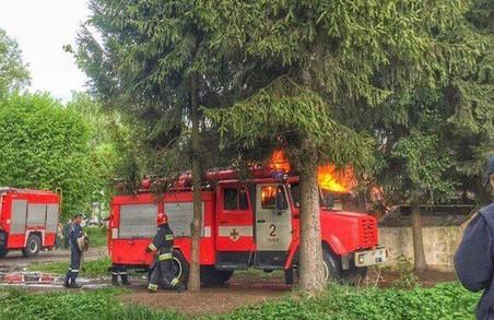 Як у Львові горіла будівля біля колишньої військової частини