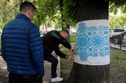 Львівський сквер прикрасили ошатними вишиванками (ФОТО)