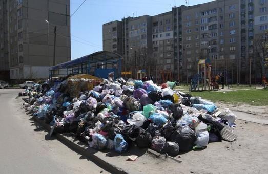 Львівські сміттєві майданчики переповнені на третину