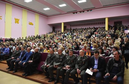 У Львові військові привітали своїх рідних із Днем Матері