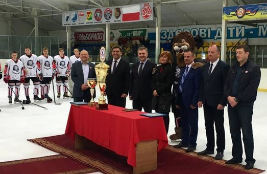 Кращих хокеїстів за підсумками сезону нагородили на Яворівщині