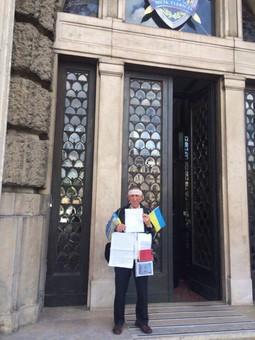 У Львові — одиночний пікет біля прокуратури