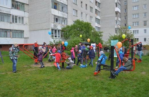 Львівська мікрогромада презентувала самостійно встановлені вуличні тренажери