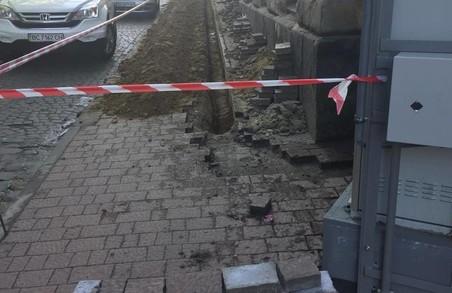 Як у центрі Львова зруйнували велодоріжку (ВІДЕО)