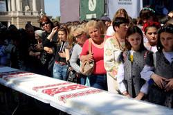 У Львові до Дня вишиванки встановили смачний рекорд (ФОТО)