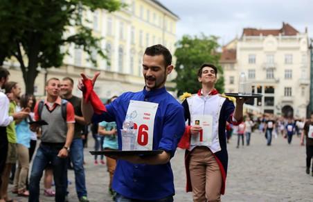 Львівські кельнери бігатимуть по місту