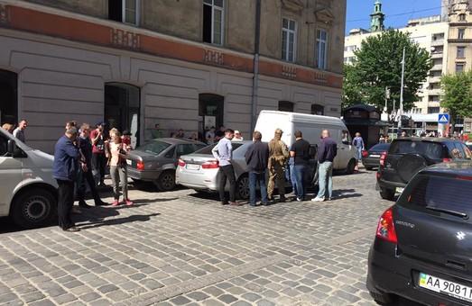 У центрі Львова на хабарі затримали чоловіка