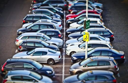 Львів'ян закликають підписати петицію про зміну порядку та правил паркування транспортних засобів
