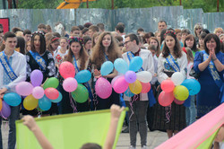 """У львівських школах віддзвенів """"останній дзвоник"""" (ФОТО)"""