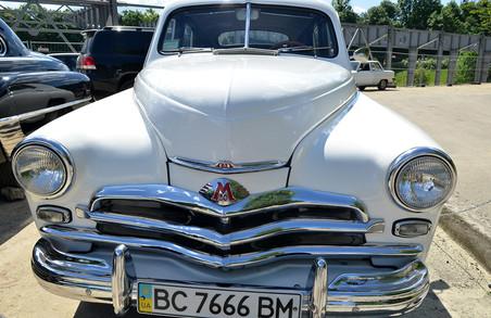 У Львові стартував фестиваль ретро-автомобілів «Леополіс Гран Прі» (ФОТО)