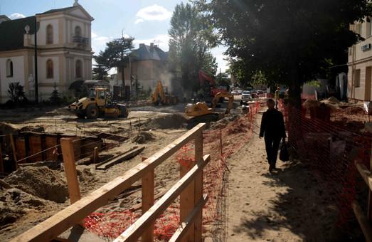 Як ремонтують одну з найбільших вулиць Львова (ФОТО)
