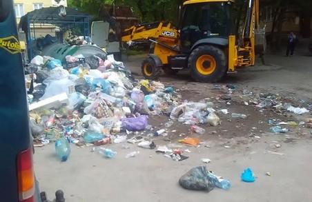 Президента України зайвий раз інформують про львівське сміття