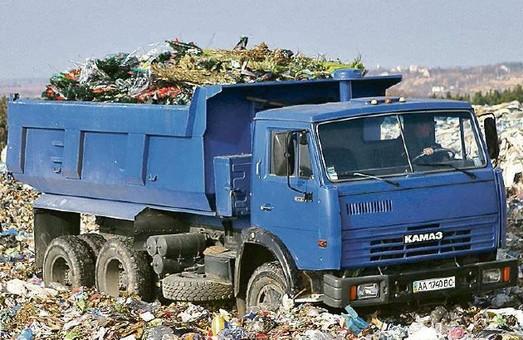 Львівське сміття затримали під Києвом