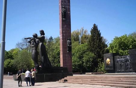 Дискусії щодо демонтажу Монумента Слави продовжуються