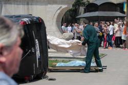 У Львові під час богослужіння автомобіль в`їхав у натовп: є загибла (ФОТО)