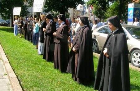 На Львівщині вимагають звільнити храм від доґналітів-екстремістів