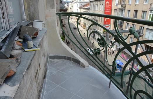 У будинку на Дорошенка відреставрують унікальні балкони