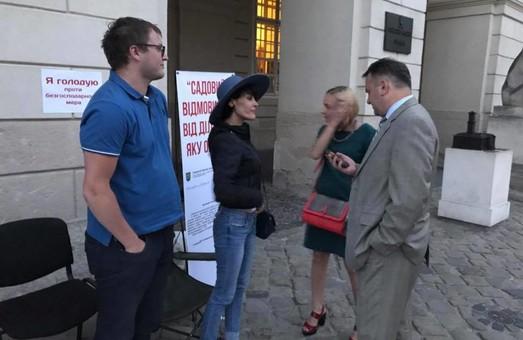 Синютка відвідав учасників голодування під стінами львівської Ратуші