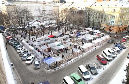 Із серпня розпочне працювати зона паркування біля «Вернісажу»