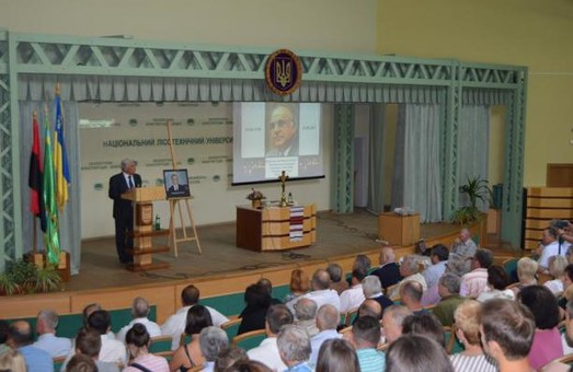 На Львівщині вшанували пам'ять відомого політика Гельмута Коля