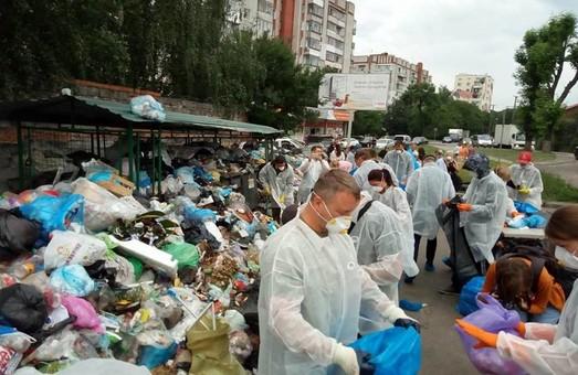 Садовому показали як вивозити сміття