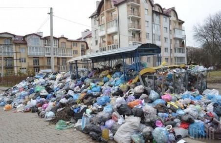 Перевізники продовжують вивозити львівське сміття незважаючи на заборгованості мерії