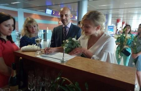 У Львові весілля зіграли у аеропорті