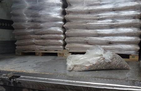 На кордоні Львівщини попередили вивезення 106 кг бурштину