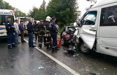 Рятувальники витягнули потерпілих в ДТП на трасі Львів-Рогатин