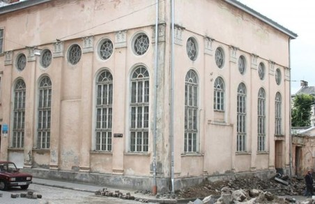 У Львові в синагогу кинули коктейль Молотова