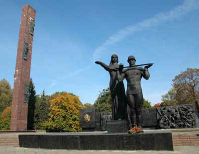 Монумент слави у Львові – дискусії чому міська рада перешкоджає демонтажу