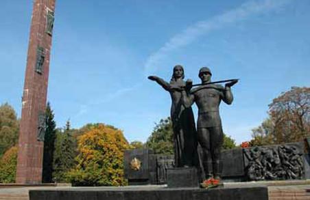 Монумент слави: історія «як НЕ демонтувати радянську пам'ятку»