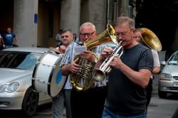 Похорон біля львівського суду: катафалк, вінки, труна (ФОТО)