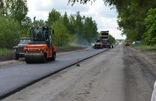 Львівщина знову лідер: будівництво доріг по області продовжується