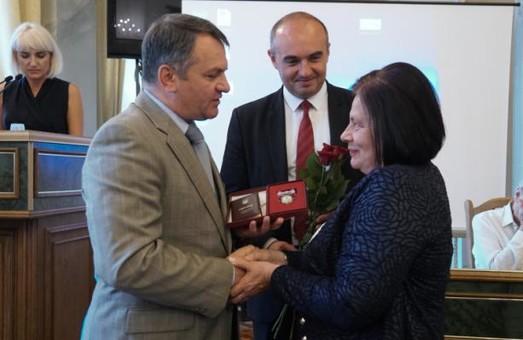 На Львівщині 9 жінок отримали відзнаку «Мати-героїня»