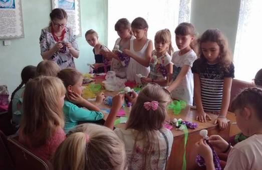 У Народних домах Львівщини тривають майстер-класи для дітей