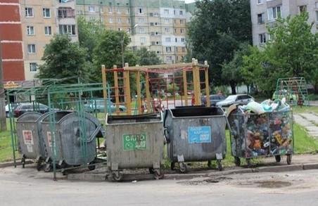 У Львові 4 сміттєві майданчики стоять переповненими