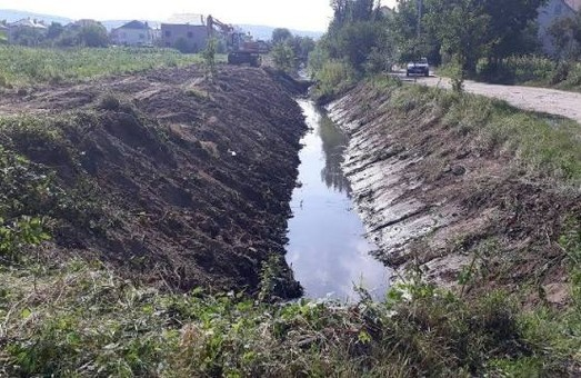 Понад 200 тис грн виділять на очищення річки