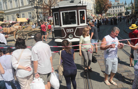 Львівську площу Ринок окупували батяри (ФОТО)