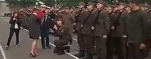 У Львові військовий освідчився коханій під час присяги на плацу